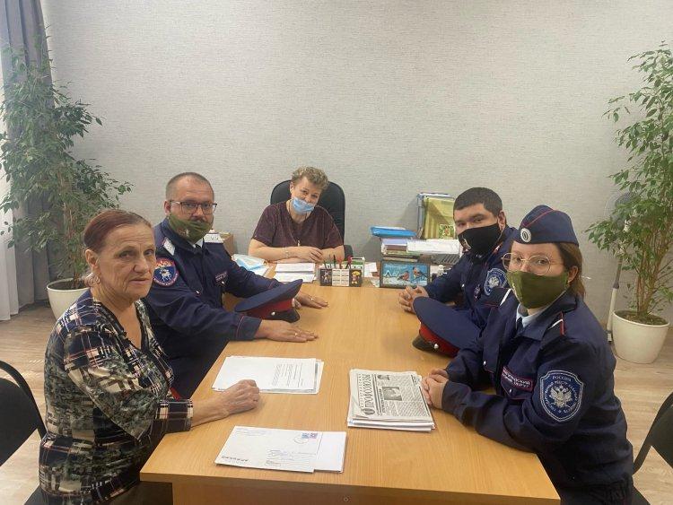 В МОУ СШ №100 прошла встреча казаков с руководством школы